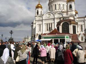 Crowds gathered outside Christ the Savior for a chance to see the hand of John the Babtist