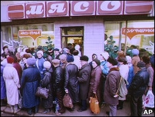 LInes for meat, Moscow, 1991