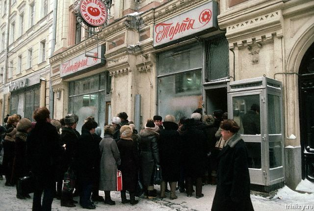 By 1991, the economy of the USSR had declined for several years. Here we see lines for cakes, ca. 1986. Moscow.